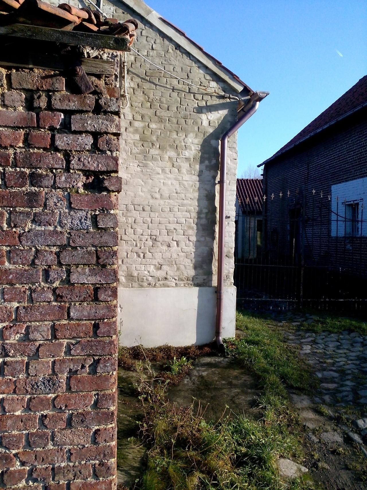 Zrujnowane gospodarstwo w Gooik, gdzie jakoby mieszka Michałek w Belgii.